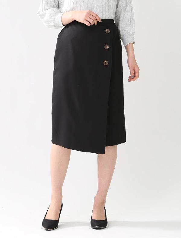 釦使いタイトスカート