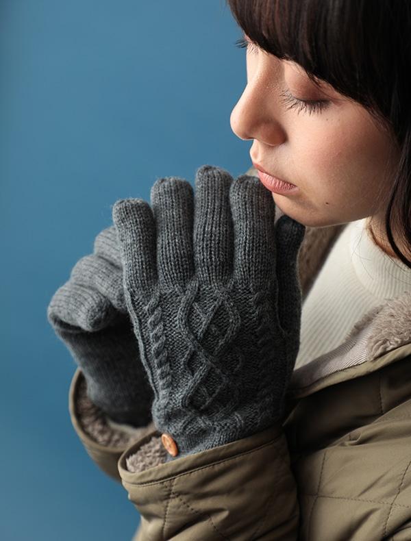 ケーブル柄釦付ニット手袋